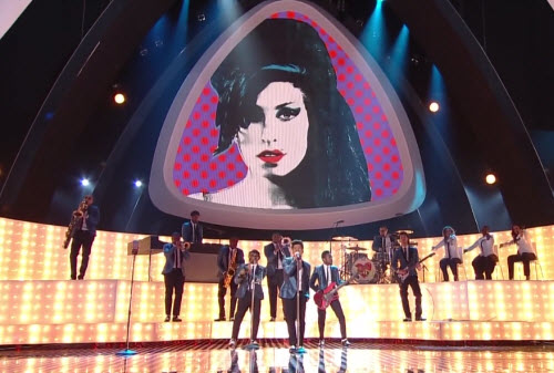 Image of Amy with one eye hidden during the performance