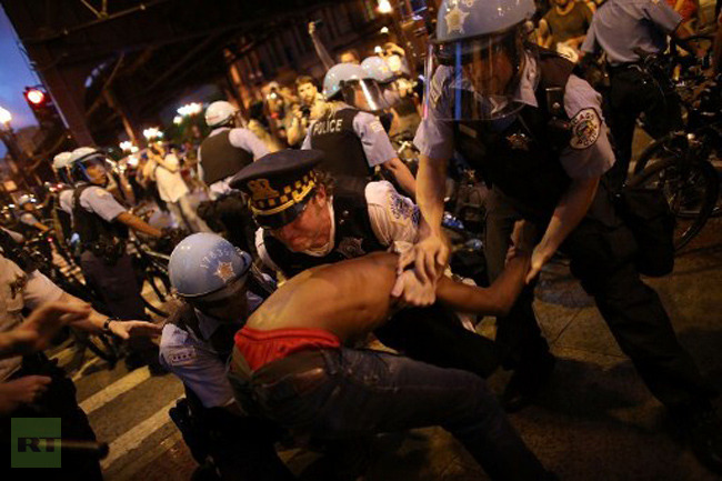 NATO protesters clash with Chicago police