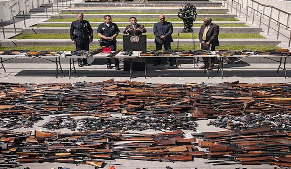 Gun Control San Francisco And Oakland Crowds Hand Over Guns in Buyback