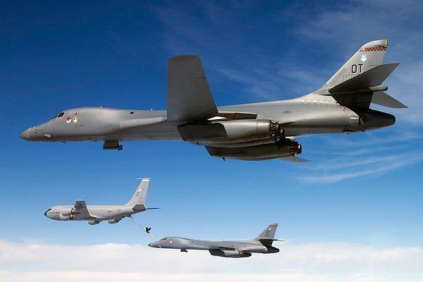 EUA Secretamente Implanta B-1 bombardeiros estratégicos, E-6 Planes Doomsday Perto da Coreia do Norte