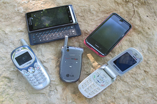 How to Use a [BUSTED] Cell Phone to Meet 5 Basic Survival Needs