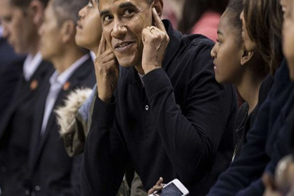 Obama Family Booed At College Basketball Game