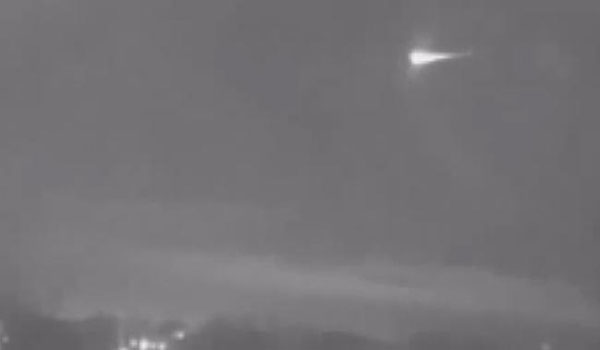 Possible meteor captured flashing across night sky in Iowa