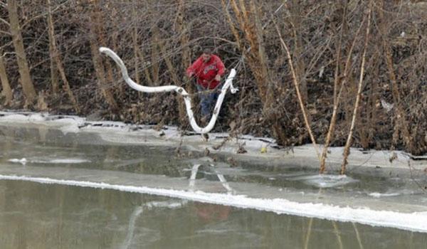 Centenas relatar sintomas após vazamento químico em West Virginia