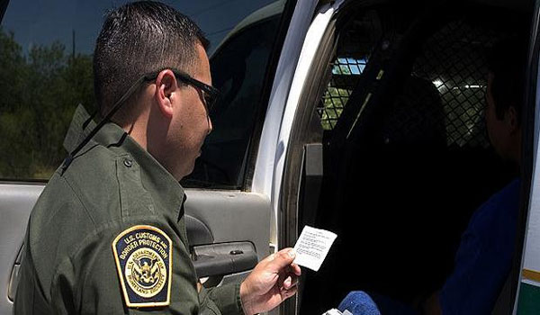 Shock Video Border Agent Acknowledges Constitution At Checkpoint