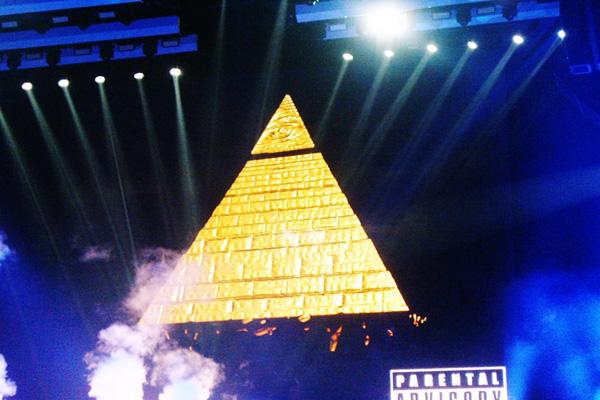 Illuminati satanista Role Model Miley Cyrus In Concert