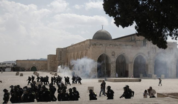 Israeli forces injure 30 Palestinians in al-Aqsa