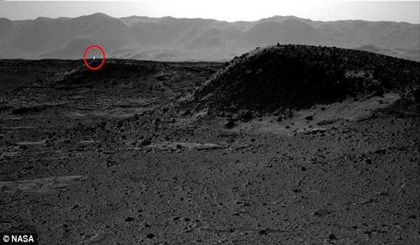 What is the mystery light on Mars Distant 'glow' seen in Curiosity rover's latest photo