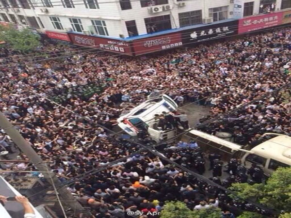 "China ""Violent Government Thugs"" Beaten To Death By Angry Crowds After They Killed A Man Documenting Their Brutality"