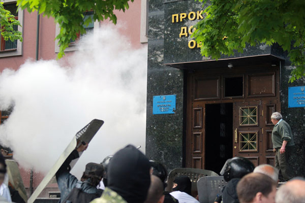 PHOTOS Tear gas in Ukraine's Donetsk as activists seize Prosecutor's Office