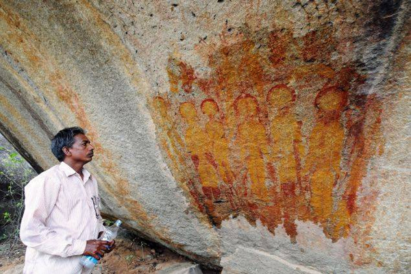 10,000-year-old rock paintings depicting aliens and UFOs found in Chhattisgarh