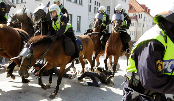 Brutal charge Swedish horse police trample anti-Nazi rally (GRAPHIC VIDEO)