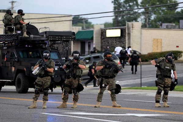 Ferguson shooting US police armed with 93,763 new machine guns