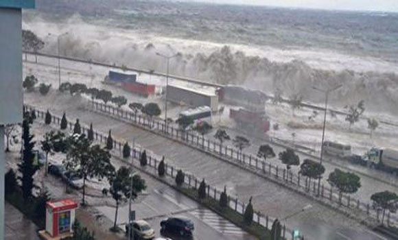 Shocking Video Huge Tsunami Like Waves Devastate Turkey!