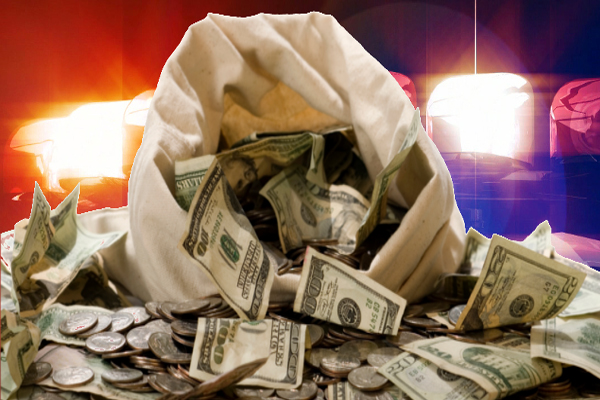 Off-Duty Cop Finds $125,000 Cash in the Middle of the Road