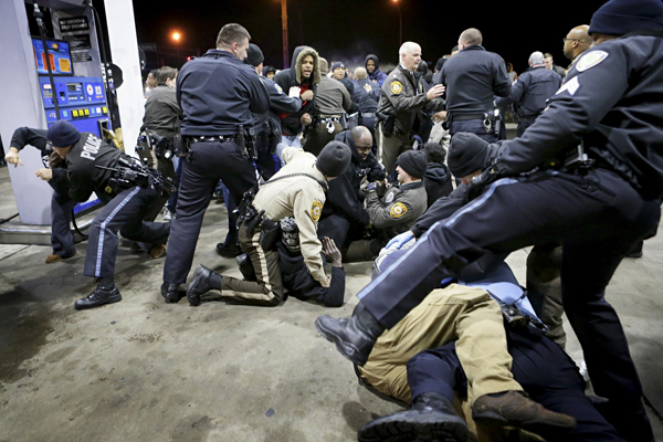 Black Residents Riot in St Louis After Black Man Pulls Gun on Cop