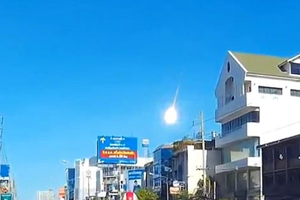 Enormous Meteor Caught On Camera In Thailand, Explosions Heard