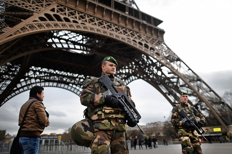 France Deploys 10,000 Troops to Patrol Streets in Wake of Paris Attacks